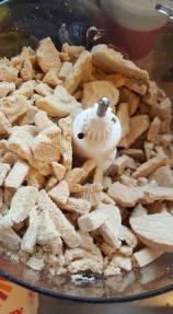 cheesecake-crushing-biscuits